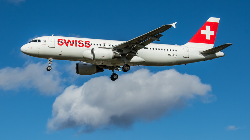 Swiss - Airbus A320-214 (HB-JLS) - Heathrow Airport (March 2020)