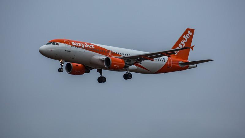 easyJet - Airbus A320-214 (G-EZTC) - Edinburgh Airport (February 2020)