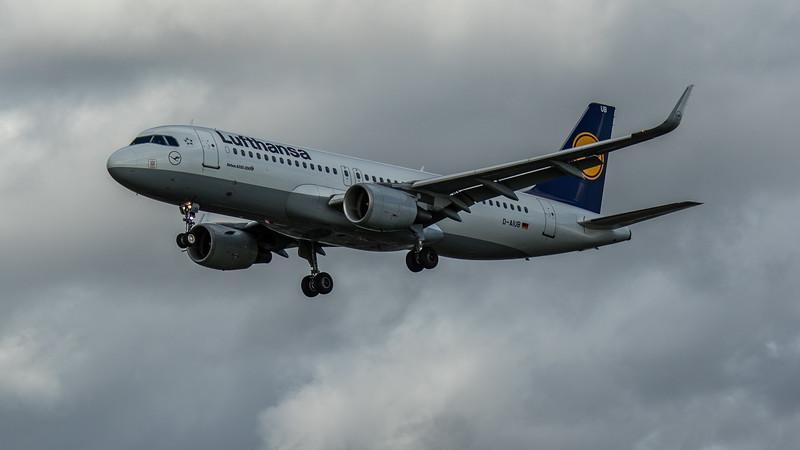 Lufthansa - Airbus A320-214 (D-AIUB) - Heathrow Airport (March 2020)