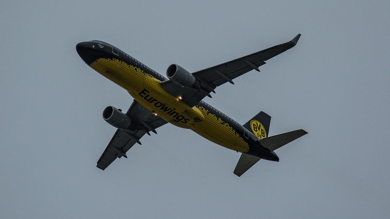 Eurowings (Borussia Dortmund Livery)  - Airbus A320-214 (D-AIZR) - Heathrow Airport (March 2020)