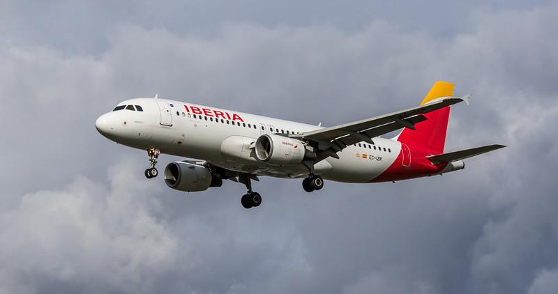 Iberia - Airbus A320-214 (EC-IZR) - Heathrow Airport (March 2019)