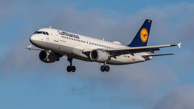 Lufthansa - Airbus A320-211 (D-AIPT) - Edinburgh Airport (February 2020)