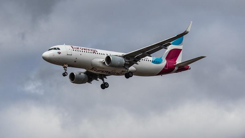 Eurowings - Airbus A320-214 (D-AIZQ) - Heathrow Airport (August 2020)