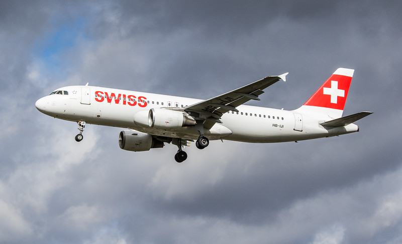 Swiss - Airbus A320-214 (HB-IJI) - Heathrow Airport (March 2019)