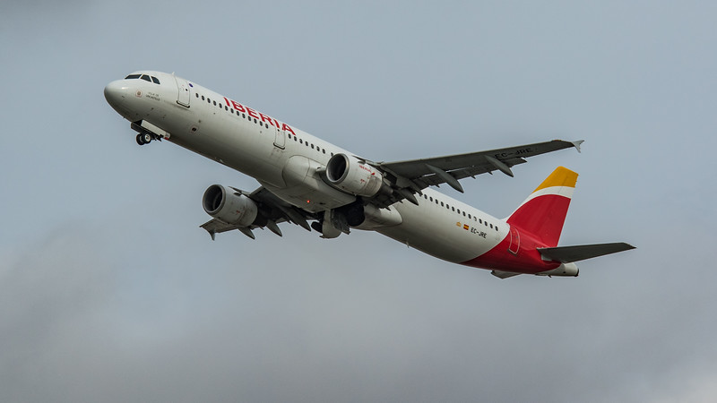 Iberia - Airbus A321-212 (EC-JRE) - Heathrow Airport (March 2020)