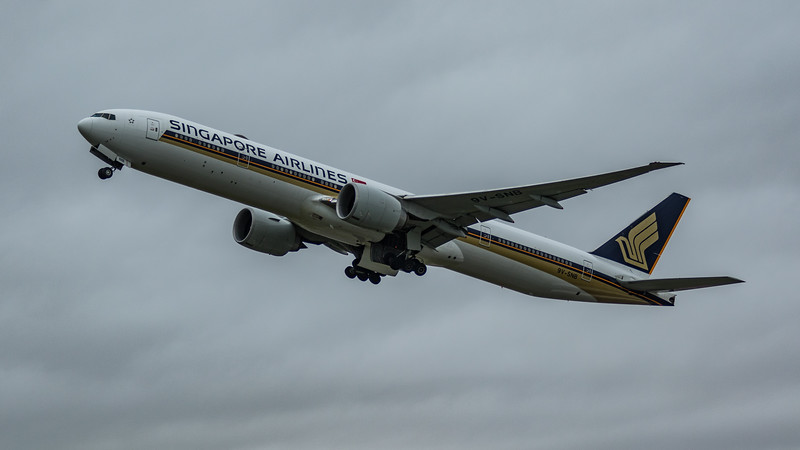 Singapore Airlines - Boeing 777-312(ER) (9V-SNB) - Heathrow Airport (March 2020)