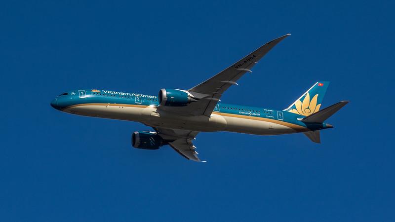 Vietnam Airlines - Boeing 787-9 Dreamliner (VN-A864) - Heathrow Airport (March 2020)