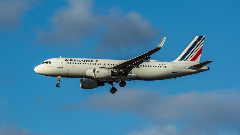 Air France - Airbus A320-214 (F-HEPH) - Heathrow Airport (March 2020)