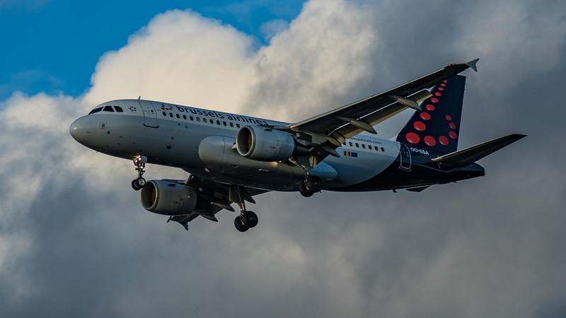 Brussels Airways - Airbus A319-111 (OO-SSA) - Heathrow Airport (March 2020)