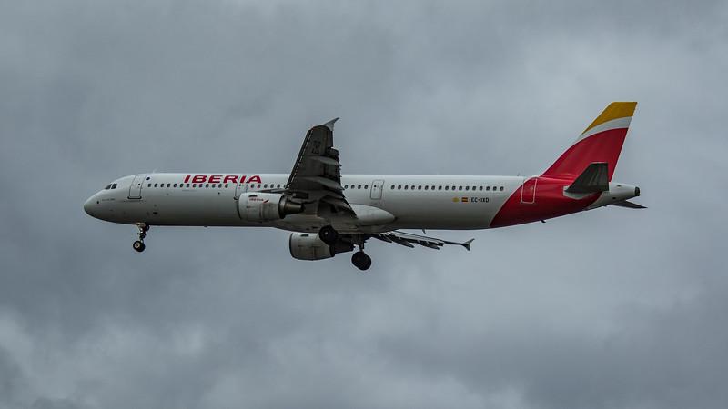 Iberia - Airbus A321-212 (EC-IXD) - Heathrow Airport (March 2020)