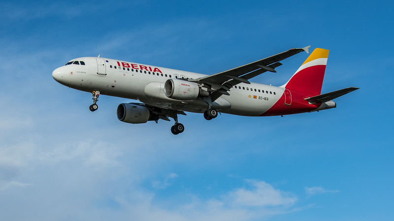 Iberia - Airbus A320-214 (EC-IEG) - Heathrow Airport (February 2020)