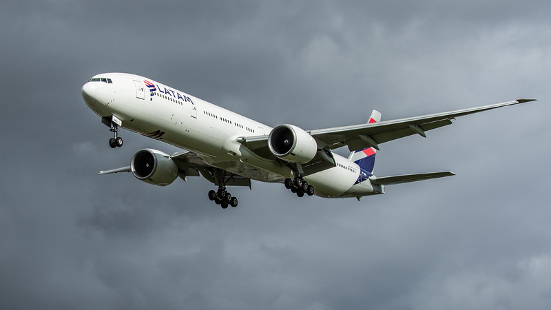 LATAM Airlines - Boeing 777-32W(ER) (PT-MUD) - Heathrow Airport (February 2020)