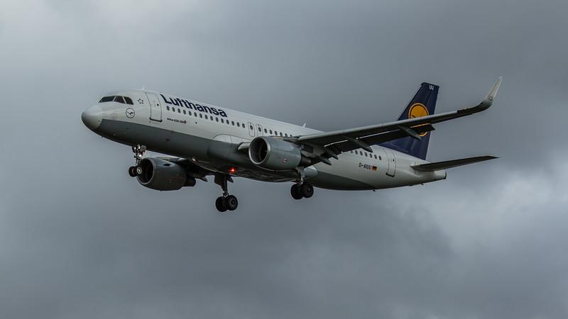 Lufthansa - Airbus A320-214 (D-AIUU) - Heathrow Airport (February 2020)