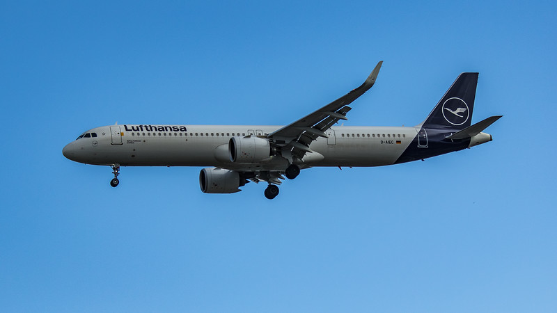 Lufthansa - Airbus A321-271NX (D-AIEC) - Heathrow Airport (June 2020)