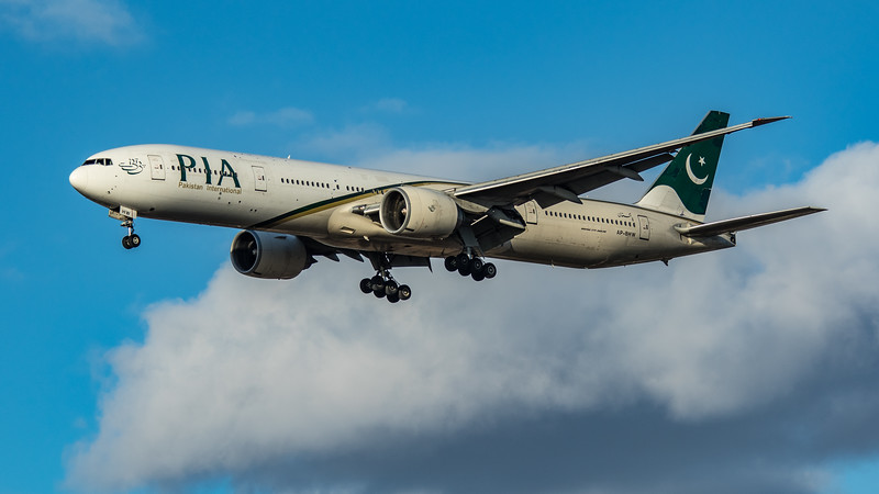 Pakistan International Airlines - Boeing 777-340(ER) (AP-BHW) - Heathrow Airport (March 2020)