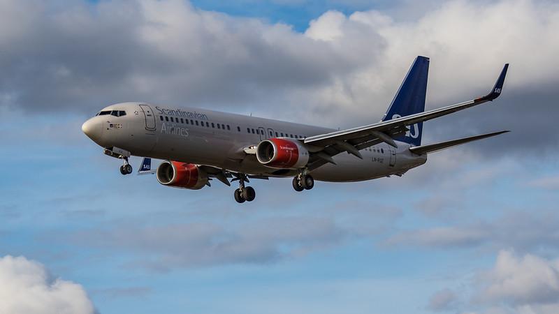 SAS - Boeing 737-86N (LN-RGE) - Heathrow Airport (August 2020)