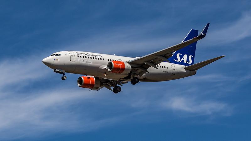 SAS - Boeing 737-783 (LN-RRB) - Heathrow Airport (July 2020)