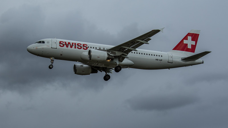 Swiss - Airbus A320-214 (HB-IJP) - Heathrow Airport (February 2020)