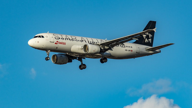 Swiss (Star Alliance Livery)  - Airbus A320-214 (HB-IJM) - Heathrow Airport (March 2020)