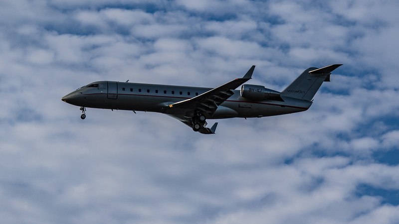VistaJet - Bombadier Challenger 850 (9H-ILI) - Heathrow Airport (July 2020)
