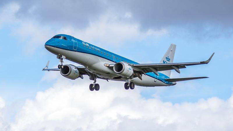 KLM - Embraer ERJ-190STD (PH-EZC) - Heathrow Airport (March 2019)