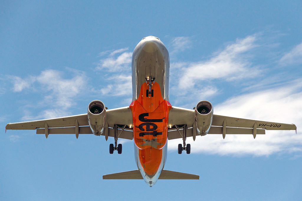 Jetstar (VH-VQQ) landing @ Williamtown RAAF Base (Newcastle Airport) Port Stephens