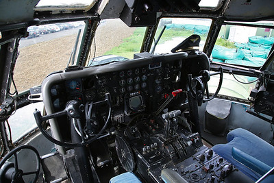 Inside the cockpit of Boeing 377SGT Super Guppy Turbine, F-BTGV - 28/05/17.