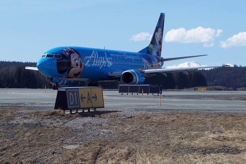 Alaska Airlines 737-400 at PAJN