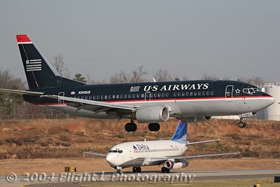 US AIrways 737-300 (N340US) Landing with Delta 737-200 (N316DL) Holding Short