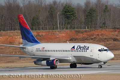 Delta Air lines 737-200 (N316DL) Departing Runway 18R at CLT
