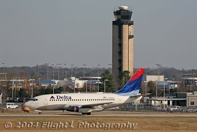 Delta 737-200 (N316DL) Taxis for Takeoff