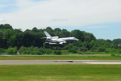 Dassault Falcon 900 landing.