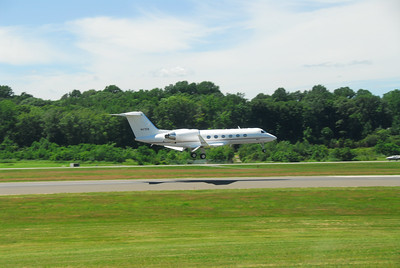 Gulfstream 4 landing.