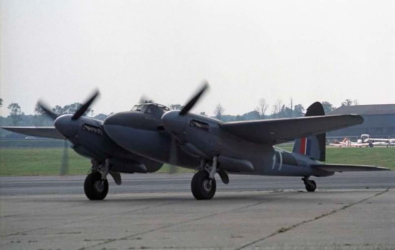 de Havilland DH.98 Mosquito T.3 RR299 / HT-E, North Weald, 1 July 1984 3.