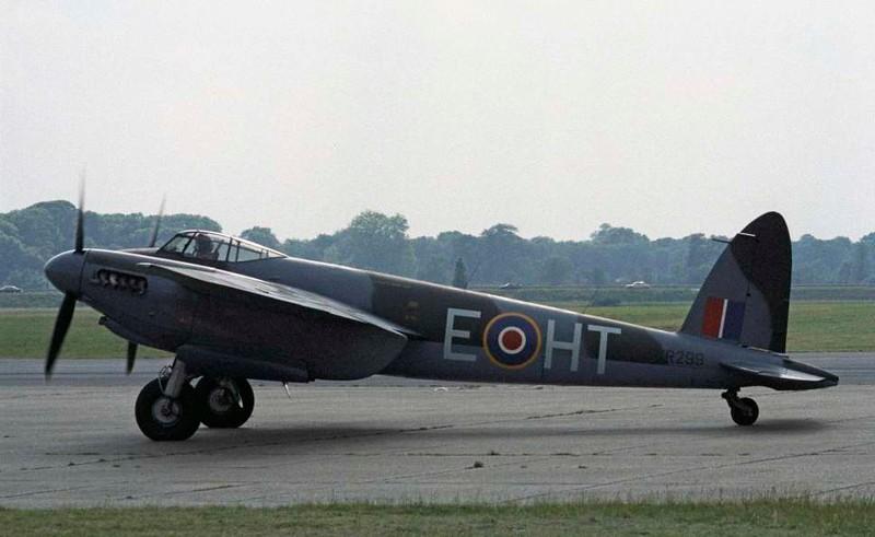 de Havilland DH.98 Mosquito T.3 RR299 / HT-E, North Weald, 1 July 1984 4.