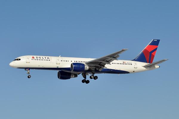 N525US 1987 757-251 c/n 23619  ex Northwest Airlines (N525US)  *Stored KMZJ 10/1/15*  2/20/15 BWI