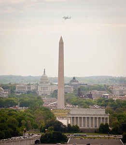 Discovery-Smithsonian Ferry Flight