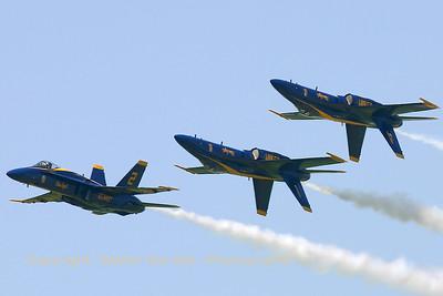 USNavy_Blue-Angels_F-18A_161967_EHLW_20060617_CRW_4892_RT8_WVB_1024px_extraUSM