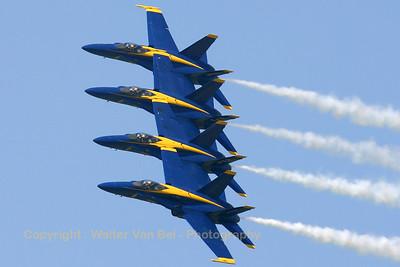 USNavy_Blue-Angels_F-18A_4x_161967_EHLW_20060617_CRW_4906_RT8_WVB_1200px