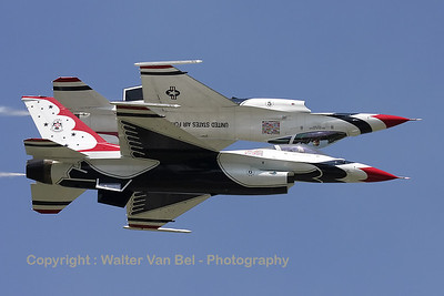 Thunderbird 6 (91-0392 / 6; cn CC-90) - together with the Lead Solo (Thunderbird 5) - performing the mirror-formation, during a rehearsal on the arrival day for the Air Show 2011 at Koksijde AFB.