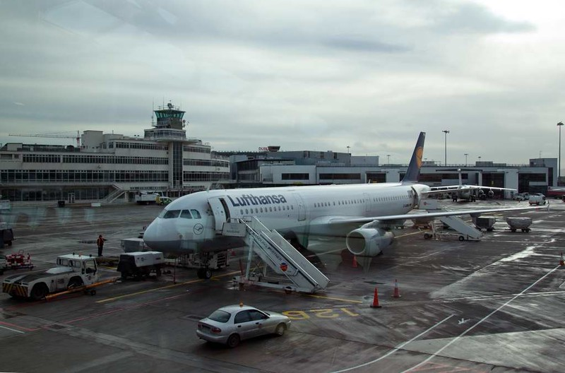 Lufthansa Airbus A321-100 D-AIRM, Dublin airport, 12 January 2009