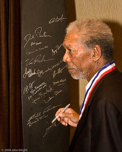 Morgan Freeman signs the propeller