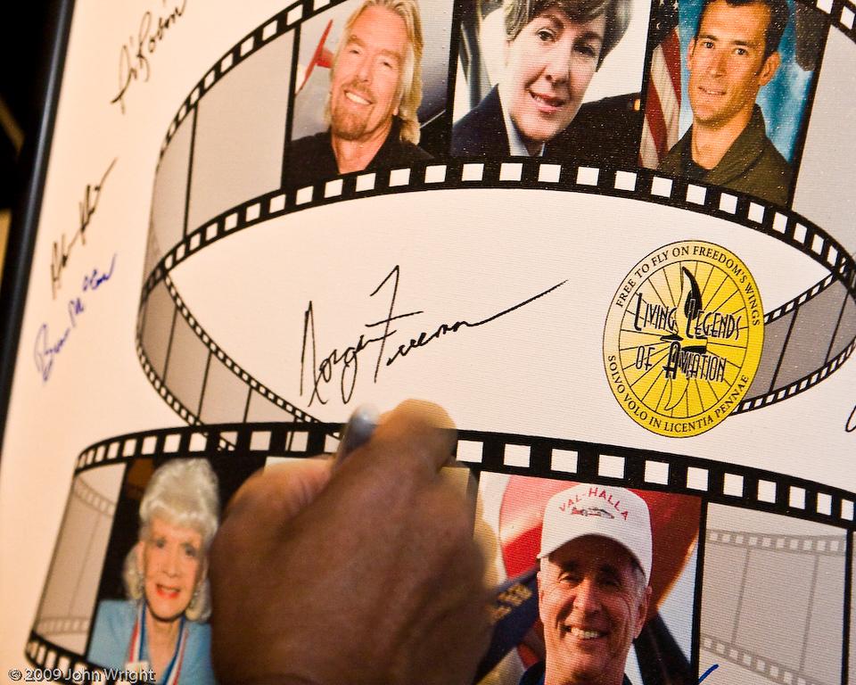 Morgan Freeman signes the Legends poster.