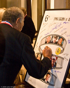Morgan Freeman signes the Legends poster.