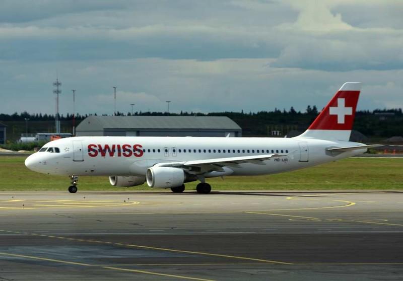Swiss Airbus A320 HB-IJR, Helsinki airport, Sat 11 July 2015 - 1644.