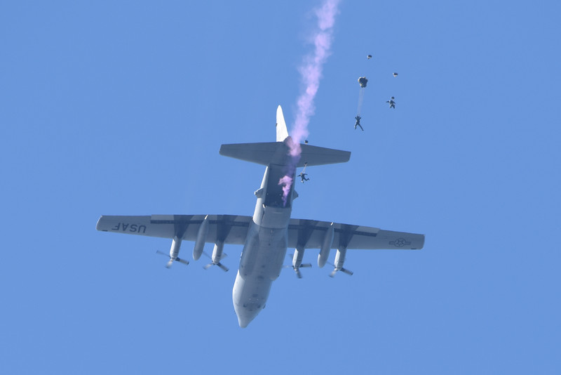 """U.S. Navy Parachute Team """"The Leap Frogs"""""""