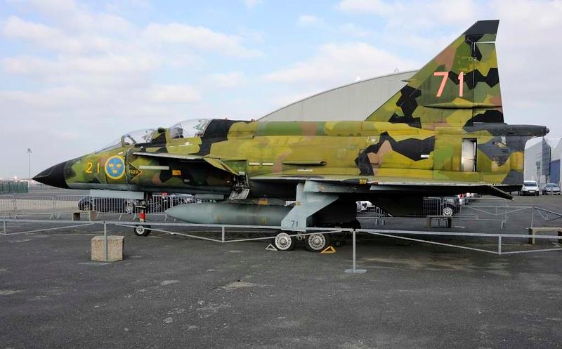 Swedish AF Saab Viggen 71, Musee de l'Air et de l'Espace, Le Bourget, Paris, 6 February 2015.  SK 37 two-seat trainer.
