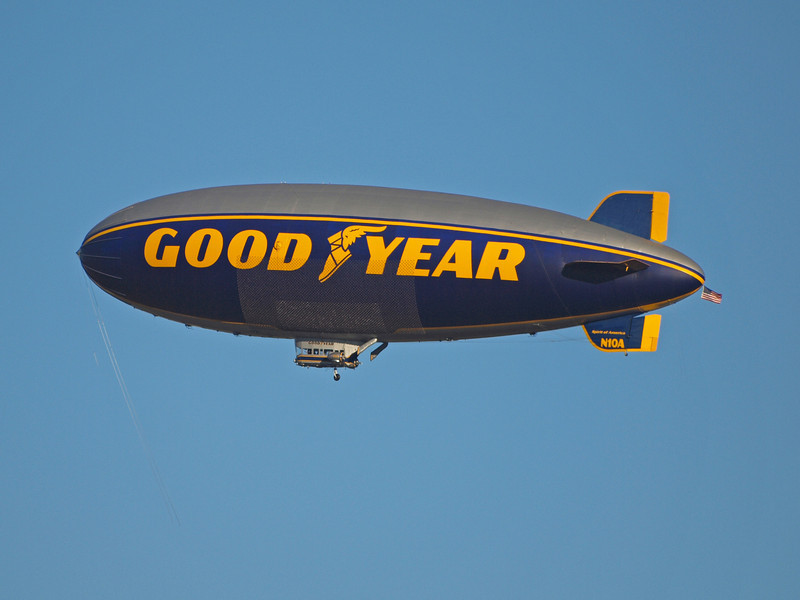 Goodyear Blimp N10A Turning Base for Landing - 12 Feb 2011