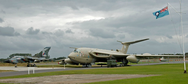 Panavia Tornado GR4 XZ631 & Handley Page Victor K2 XL231 Lusty Lindy, Yorkshire Air Museum, Elvington, 28 September 2007.