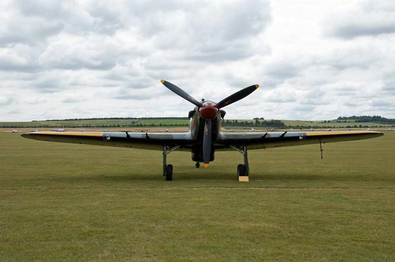 Hawker Hurricane IIC PZ865 JX-E, Flying Legends airshow, Duxford, 13 July 2008 2.